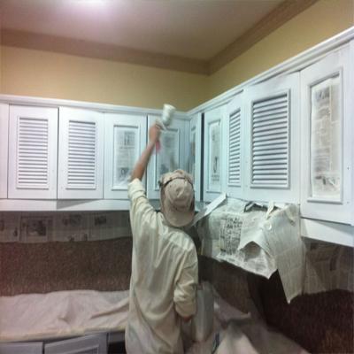 Phun sơn tủ bếp