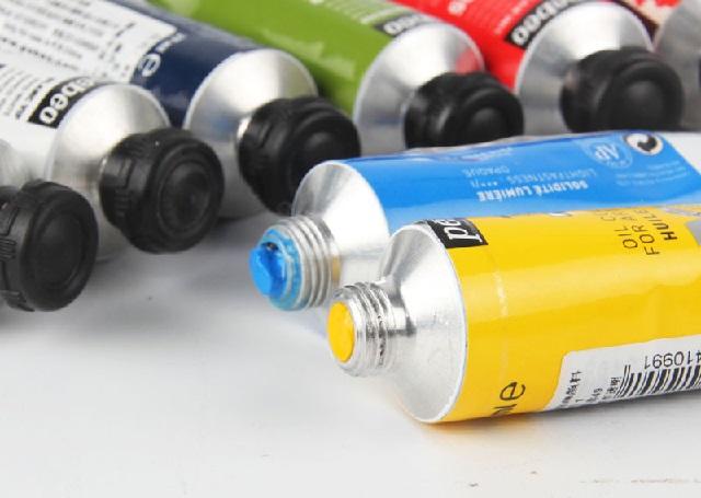 Sơn dầu khó tẩy hơn so với sơn nước