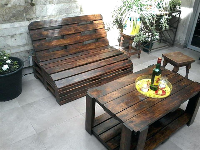 Bàn ghế gỗ cần phù hợp với diện tích, không gian nhà