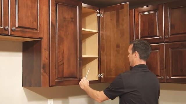 Tủ bị hỏng cánh có thể tự sửa tại nhà, không cần thợ
