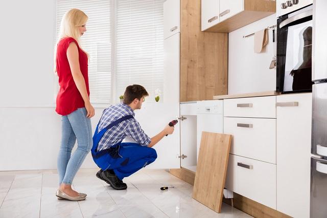 Khi nào nên dùng dịch vụ sửa chữa tủ bếp tại quận Hoàn Kiếm?