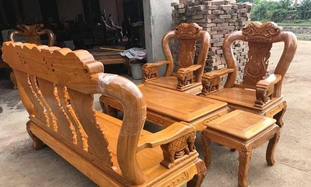 Bàn ghế được làm từ gỗ Lim